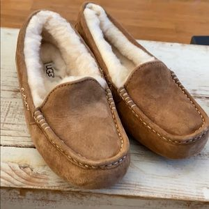 NEW UGG Ansley chestnut leather slippers.